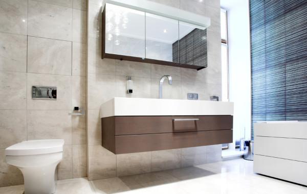 Floor to Ceiling Bathroom Backsplash